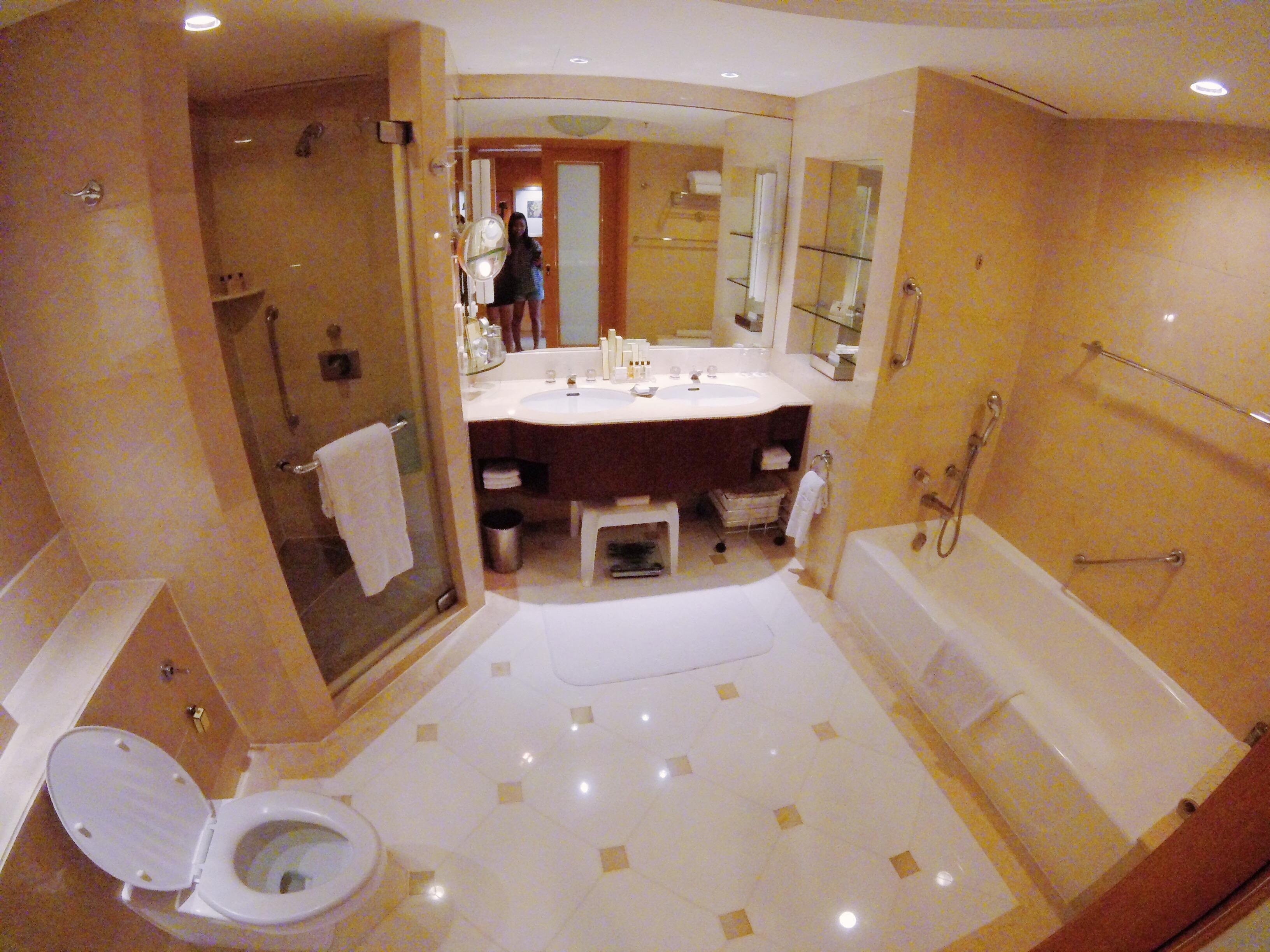Makati Shangri La Bathroom